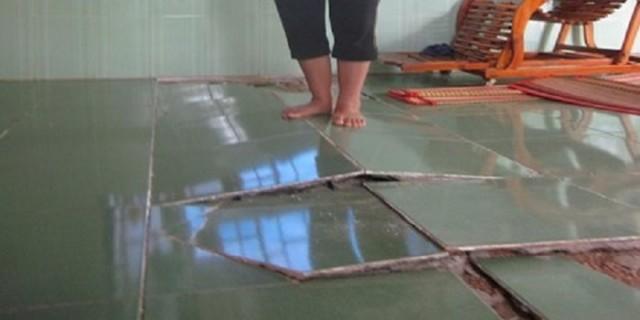 Gạch lát nền nhà bị phồng