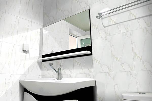 gạch ốp tường nhà tắm màu trắng