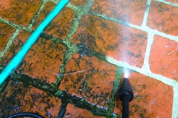 vệ sinh gạch đỏ lát sân-04
